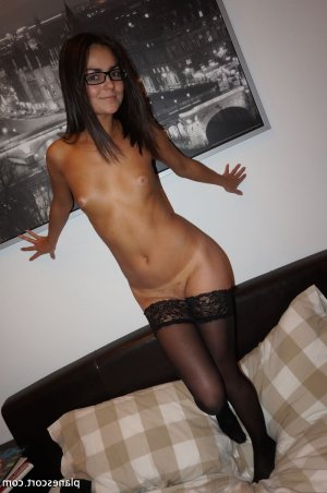 Cherina escorte girl fille libertine